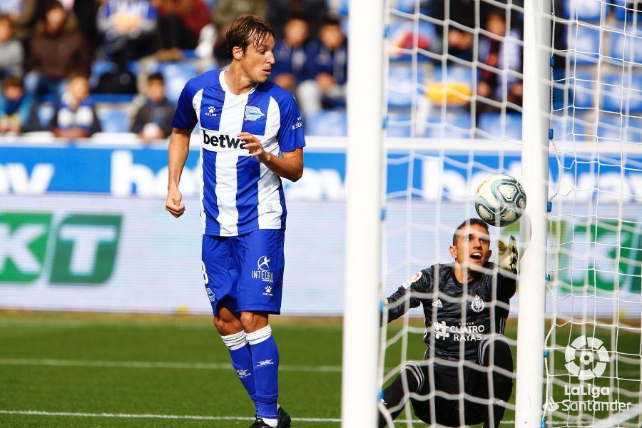 Зато Лунину места нет... Вратарь Вальядолида допустил смешной ляп в матче Ла Лиги - изображение 2