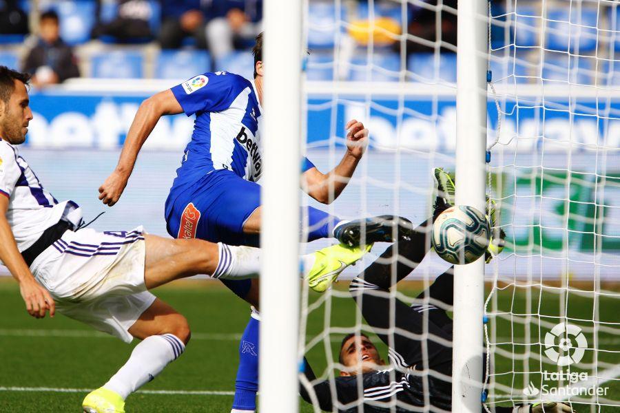 Зато Лунину места нет... Вратарь Вальядолида допустил смешной ляп в матче Ла Лиги - изображение 3