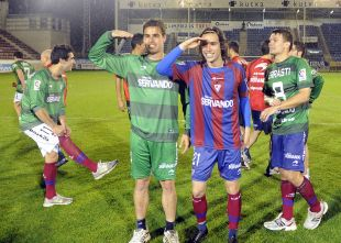 Dani García (izq.) y Jota (der.) festejan su próxima presencia en la Liga BBVA