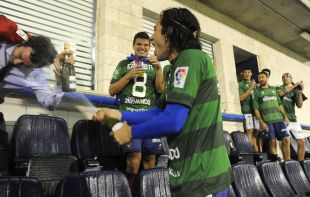 Jota Peleteiro, celebrando el ascenso junto a sus compañeros