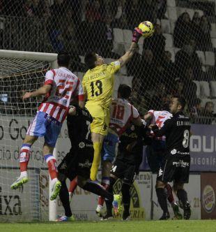 Isaac Becerra es el portero menos goleado actualmente en la Liga Adelante