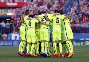 La piña de los jugadores del FC Barcelona tras lograr la Liga BBVA 2014-15