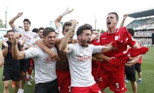 El Sporting celebró sobre el césped del Benito Villamarín su regreso a Liga BBVA solo tres años después