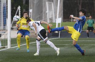 Willy, del Valencia Féminas, marca uno de los ocho tantos ante el Oiartzun KE.