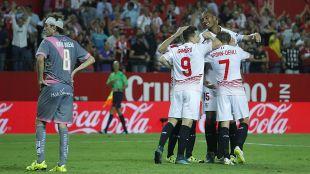 Después de comenzar la Liga BBVA 2015/16 con dos derrotas seguidas en casa, el Sevilla  logró una trabajada victoria ante el Rayo Vallecano que iniciaba una racha espectacular