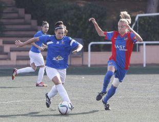 Una jugada del duelo que enfrentó al Levante UD y al Collerense UD.