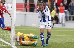 Paola se lamenta después de su gol en propia puerta durante el partido entre el Atleti Féminas y la Real Sociedad.