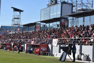 Más de 1.000 aficionados disfrutaron del At. Madrid Femenino - Athletic