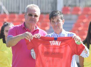 El Atlético homenajeó a Toni Ayala antes del encuentro ante el Granadilla.