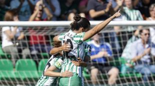 Bea Parra, doble goleadora ante el Madrid CFF, celebra su primer gol.