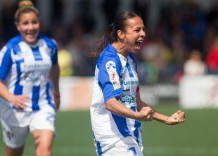 Anita celebra uno de sus goles.