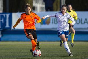 Una acción del partido disputado entre el Zaragoza CFF - VCF Femenino.