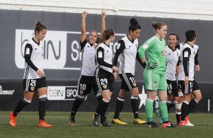 Las jugadoras celebran con Mari Paz su tercer gol.
