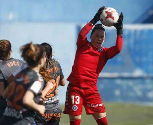 Ohiana, la guardameta del Zaragoza CFF, atrapa el balón.