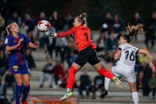Una acción del partido disputado entre el FC Barcelona - Madrid CFF.