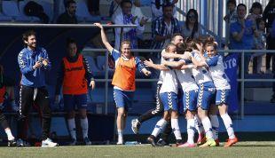 El Zaragoza celebra en triunfo con Alberto Berna.
