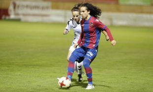 Alharilla y Kuki en la disputa de la pelota.