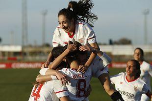 Las futbolistas del Sevilla celebran el tanto del triunfo ante el Rayo.