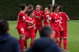 Las jugadoras del Sevilla celebran el gol de Rocío.