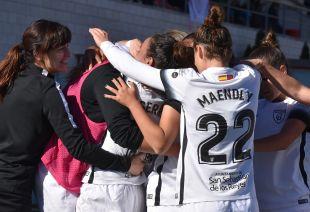 El Madrid celebra el segundo tanto en el banquillo.