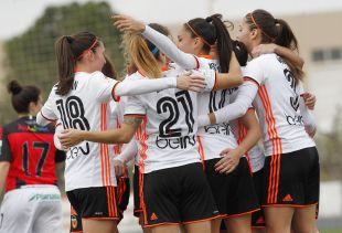 El VCF Femenino celebra el gol de Débora ante el Sporting Huelva