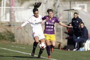 Martina Piemonte y Maria Estella, en la lucha por el  balón.