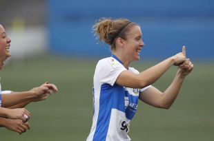 Maria Estella, protagonista del partido, celebra su primer gol.