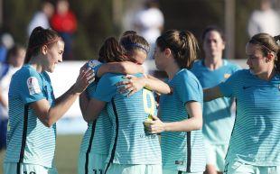 Alexia y Mariona celebran el primer de los seis tantos que significaron la victoria del FC Barcelona ante el Zaragoza CFF.