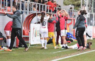 Las jugadoras del F. Albacete lamentan una ocasión que no pudo convertirse en gol