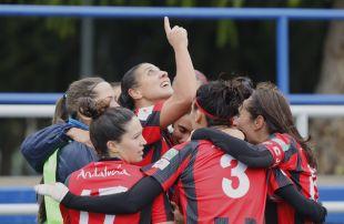 Cristina Martín Prieto celebra el tanto del empate del Sporting Huelva frente al Zaragoza CFF.