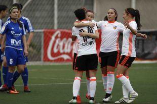Las futbolistas del VCF Femenino celebran uno de los cinco tantos que significaron su victoria ante el Tacuense.