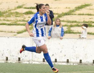Cristina Martín Prieto celebra uno de dos tantos que marcó ante el At. Madrid Femenino.
