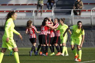 Las jugadoras del Athletic celebran uno de los goles del partido