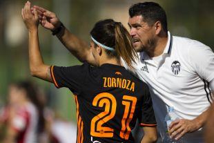 Cristian Toro le da órdenes a Zornoza.