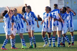 Las jugadoras del Sporting Huelva celebran uno de los dos tantos que le dieron la victoria ante el F. Albacete.