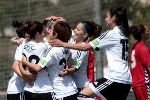 Las jugadoras del VCF Femenino celebran uno de los seis tantos que le sirvieron para vencer al F. Albacete.