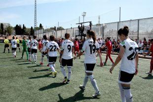 Las jugadoras del VCF Femenino y el F. Albacete instantes antes del comienzo del partido.