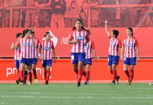 Marta Corredera celebra su gol en el Madrid CFF - At. Madrid Femenino.