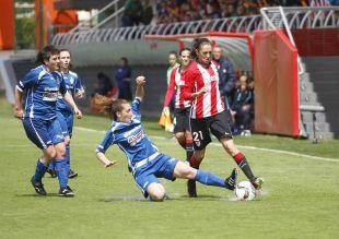 Un lance del partido disputado entre el Athletic y el Oiartzun KE.