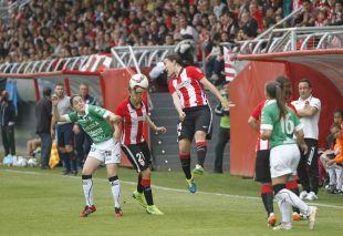 Un lance del partido disputado entre el Athletic - Oviedo Moderno.