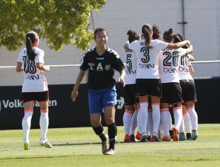 El Valencia celebra su primera victoria de la Liga Iberdrola.