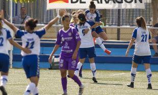 Carla Gómez celebra su tanto en el Zaragoza CFF - Granadilla Egatesa.