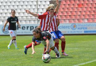 Eli Ibarra y Bores, durante una acción del partido entre el Athletic y el At. Madrid Féminas.