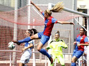 Una acción del partido disputado entre el Levante Femenino y el Granadilla Egatesa.