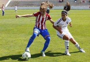 Carmen Menayo y Alba Ferrer en el F. Albacete - At. Madrid Femenino.