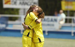Las jugadoras del Oiartzun KE celebran el gol del empate.