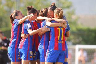 Las jugadoras del FC Barcelona celebran uno de los seis tantos que marcaron ante el Santa Teresa.
