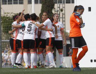 El VCF Femenino celebra el tanto de la victoria ante el UD Tacuense.