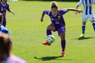 Sara Tui, del Granadilla, controla el balón.