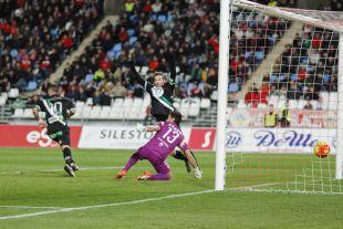 Florin Andone marcó el gol que le dio la victoria al Córdoba en el Estadio de los Juegos Mediterráneos